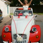 happy bride in 2cv
