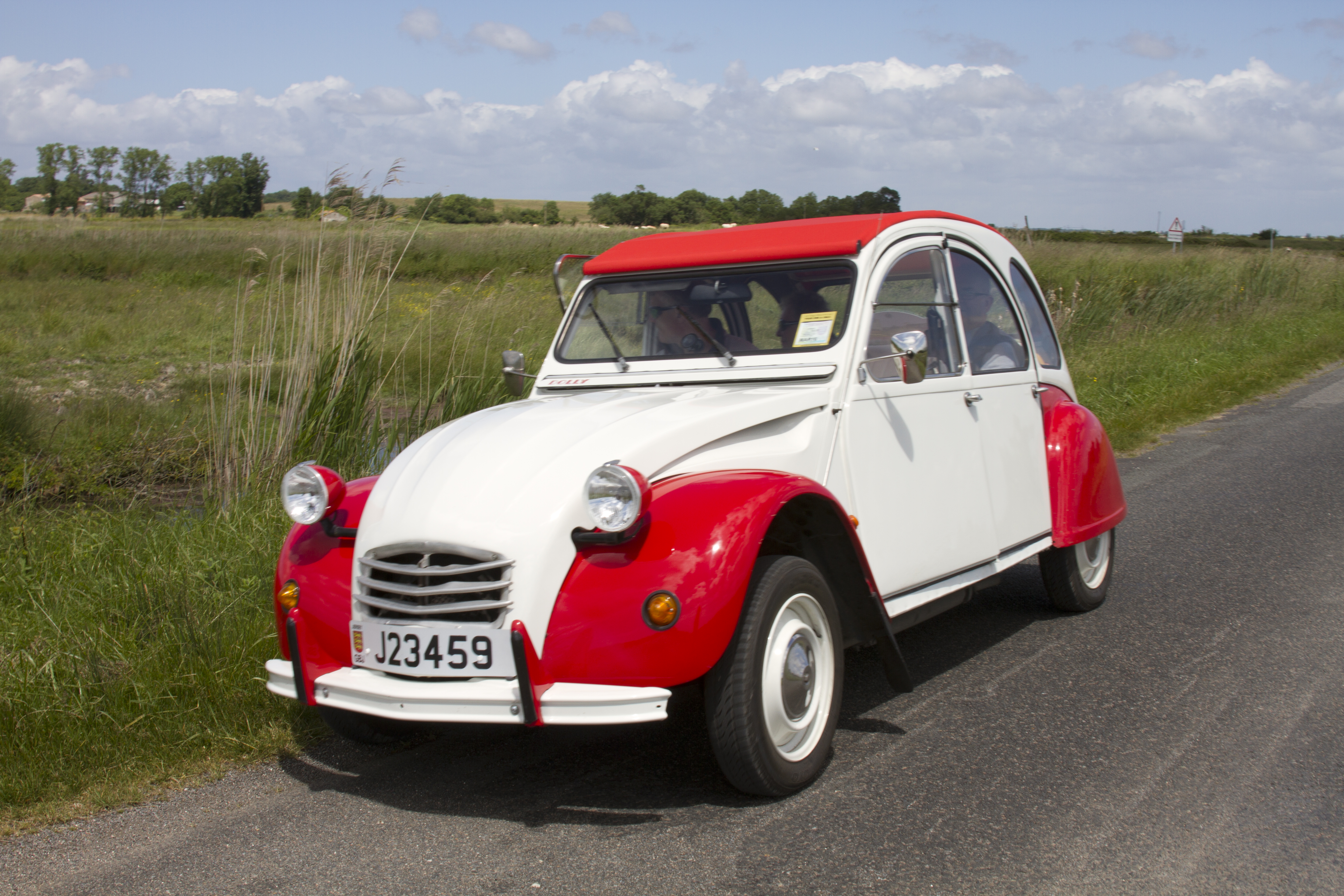 2cv dolly on country lane